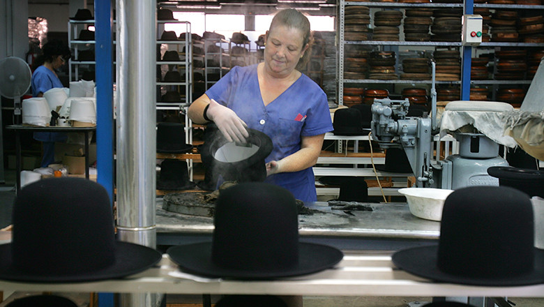 Spanish Hat Maker Exports 15,000 Orthodox Jewish Hats Annually